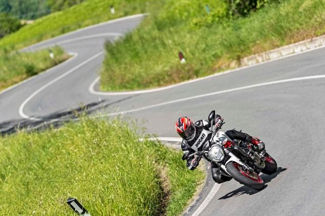 2015-Ducati-Monster-821-83