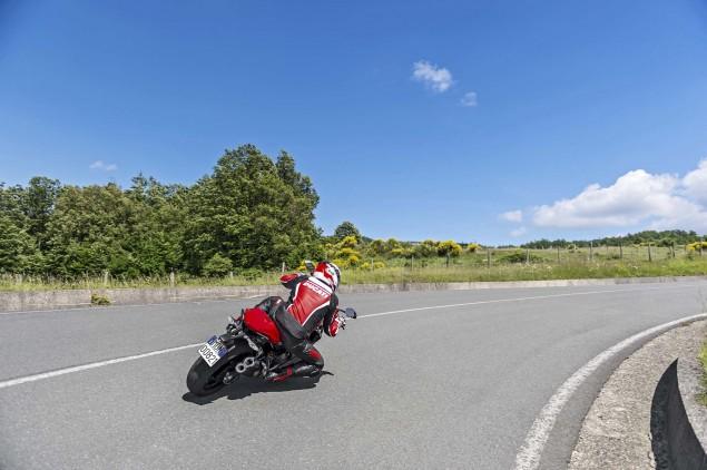 2015-Ducati-Monster-821-91