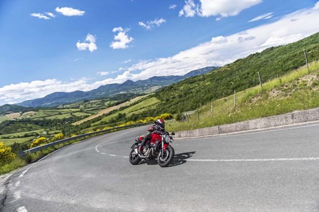 2015-Ducati-Monster-821-92