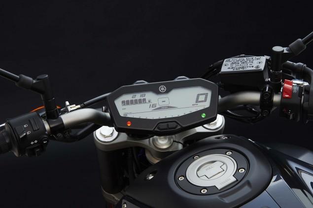 2015-Yamaha-FZ-07-details-02