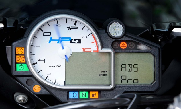 BMW-HP4-ABS-Pro-01