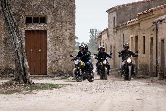 2015-Ducati-Scrambler-action-02
