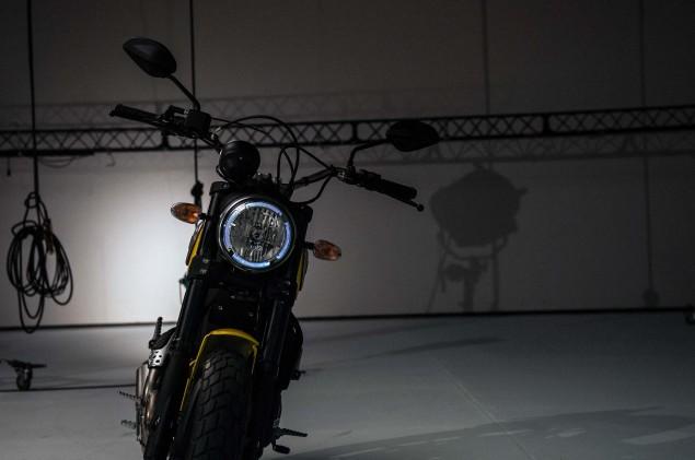 Ducati-Scrambler-up-close-11