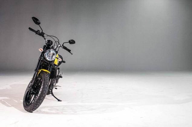 Ducati-Scrambler-up-close-36