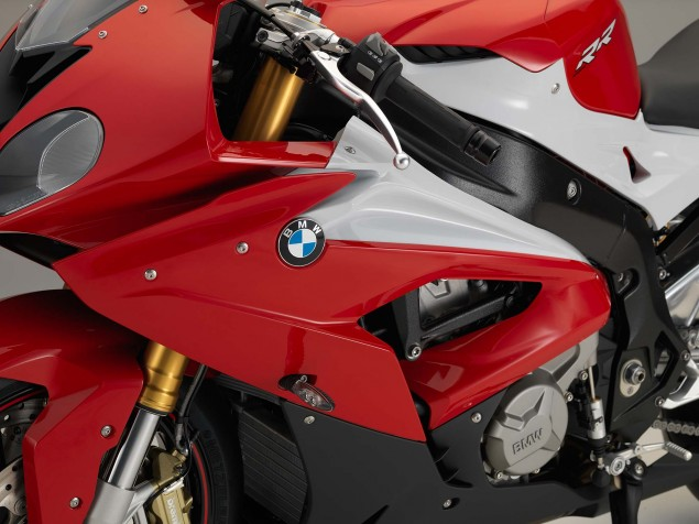 2015-BMW-S1000RR-studio-21