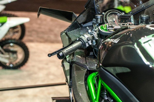 kawasaki-ninja-h2r-up-close-8