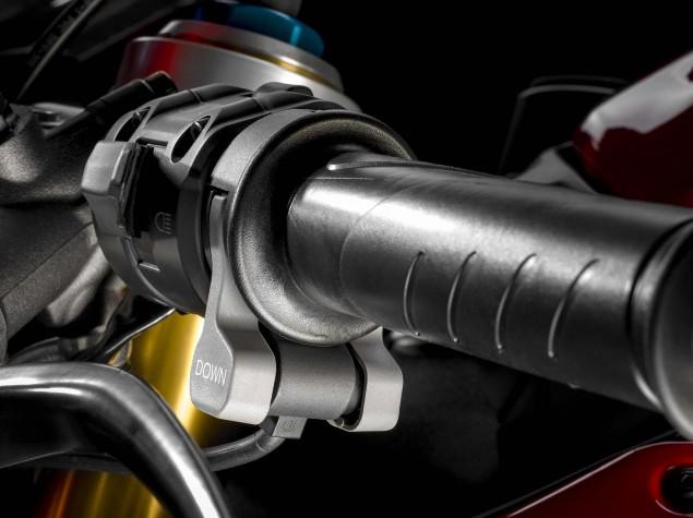 2015-Ducati-1299-Panigale-S-05