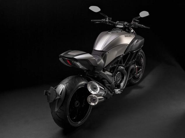2015-Ducati-Diavel-Titanium-04