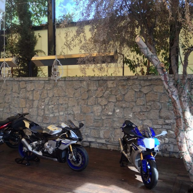 2015-Yamaha-YZF-R1-06
