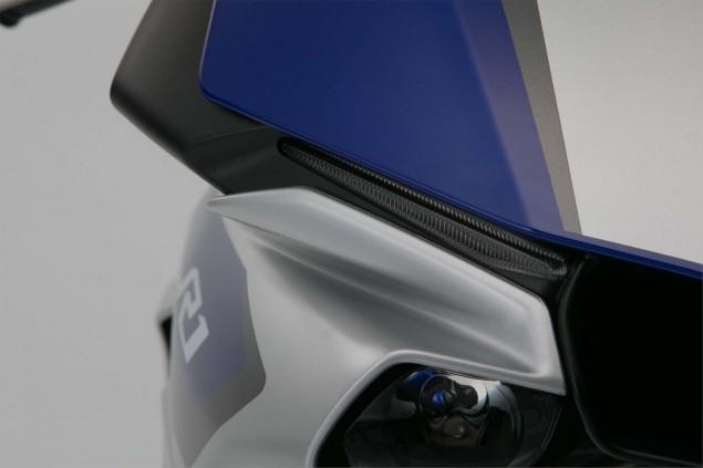 2015-Yamaha-YZF-R1-36