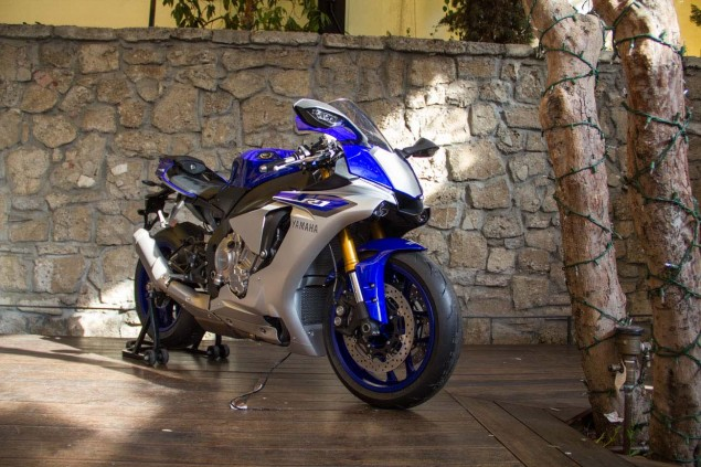 2015-Yamaha-YZF-R1M-up-close-Alicia-Mariah-Elfving-08