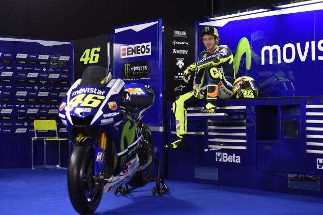 2015-Yamaha-Racing-Valentino-Rossi-30