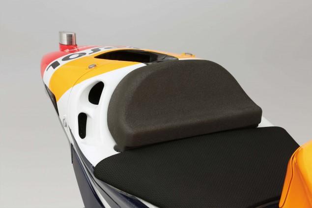 2015-Honda-RC213V-Marc-Marquez-HRC-huge-19