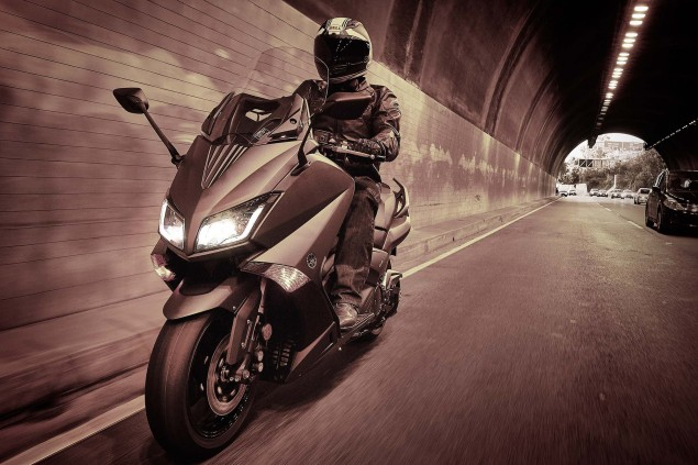 2015-Yamaha-TMAX-09