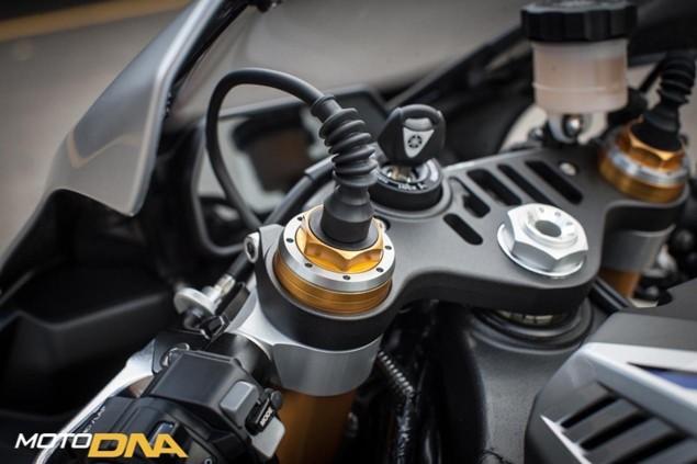 2015-Yamaha-YZF-R1-Ohlins-EC-forks