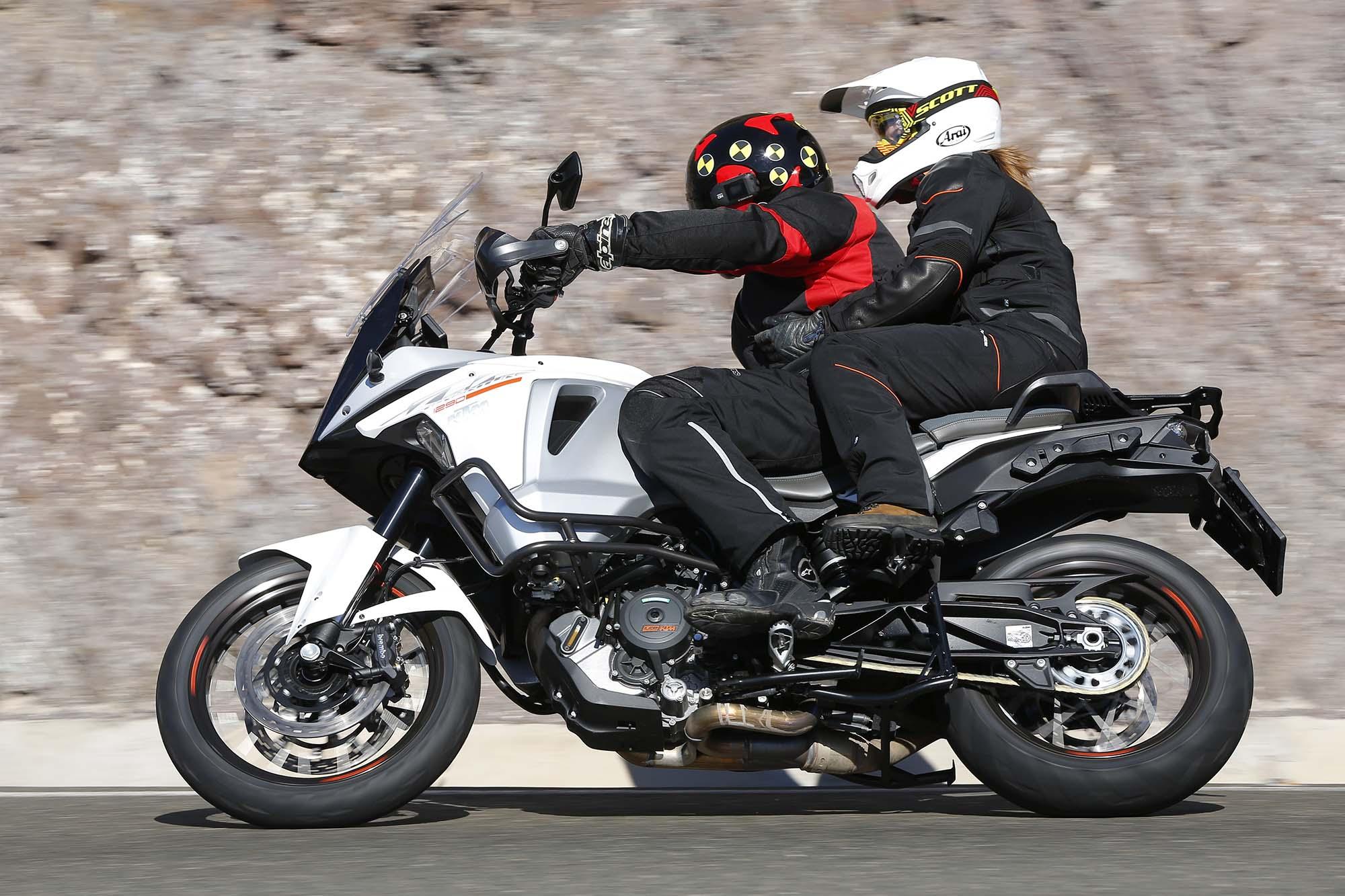 ride review ktm 1290 super adventure asphalt rubber. Black Bedroom Furniture Sets. Home Design Ideas