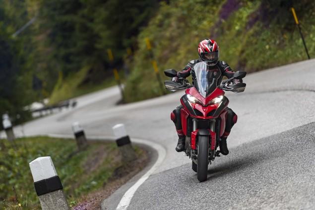 2015-Ducati-Multistrada-1200-S-action05