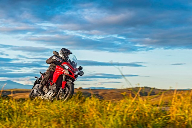 2015-Ducati-Multistrada-1200-S-action17