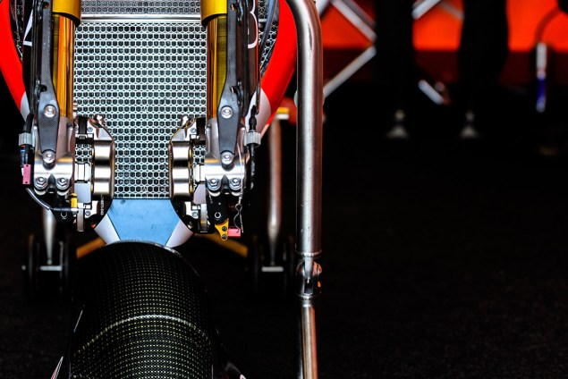 honda-rc213v-pit-front-wheel-jensen-beeler