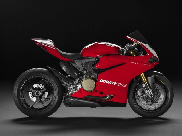 2015-Ducati-Panigale-R-40
