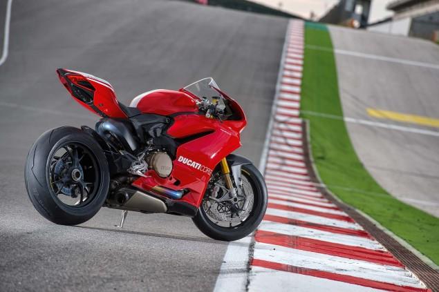 2015-Ducati-Panigale-R-44