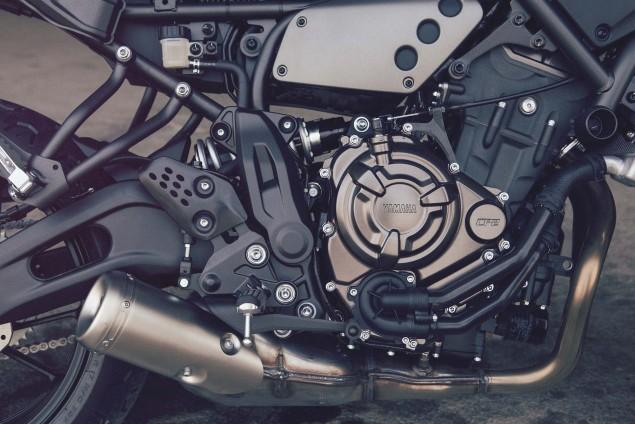 2016-Yamaha-XSR700-Details-01