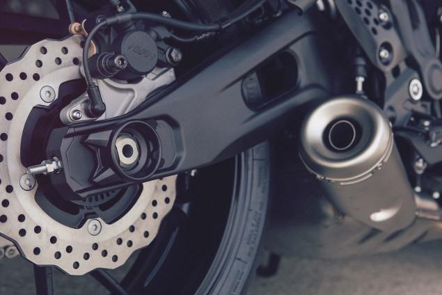 2016-Yamaha-XSR700-Details-10