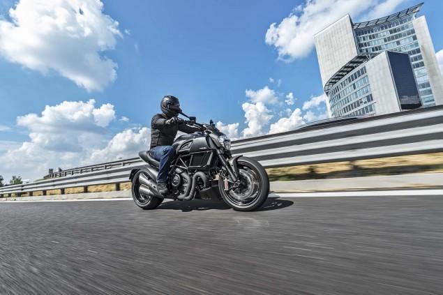 2016-Ducati-Diavel-Carbon-01