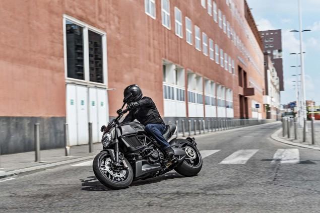 2016-Ducati-Diavel-Carbon-05