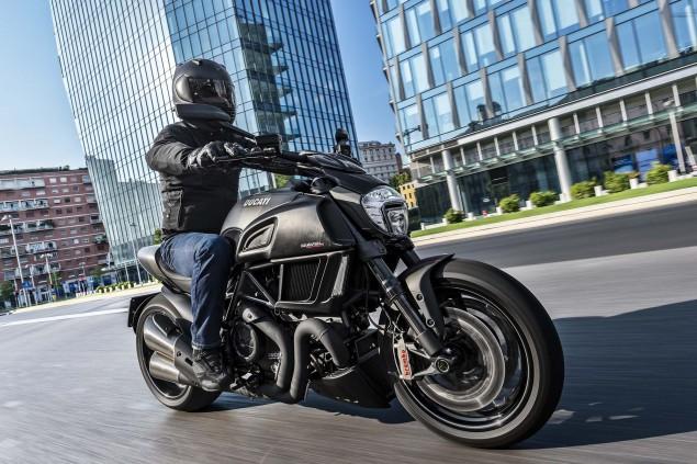 2016-Ducati-Diavel-Carbon-18