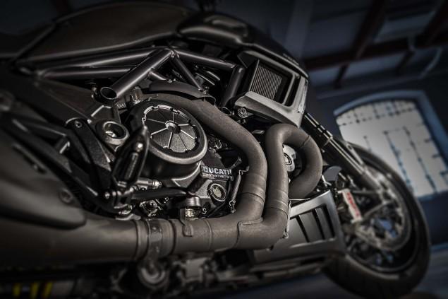 2016-Ducati-Diavel-Carbon-27