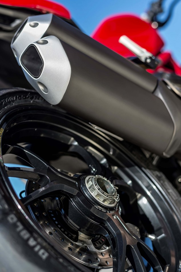 2016-Ducati-Monster-1200-R-still-12