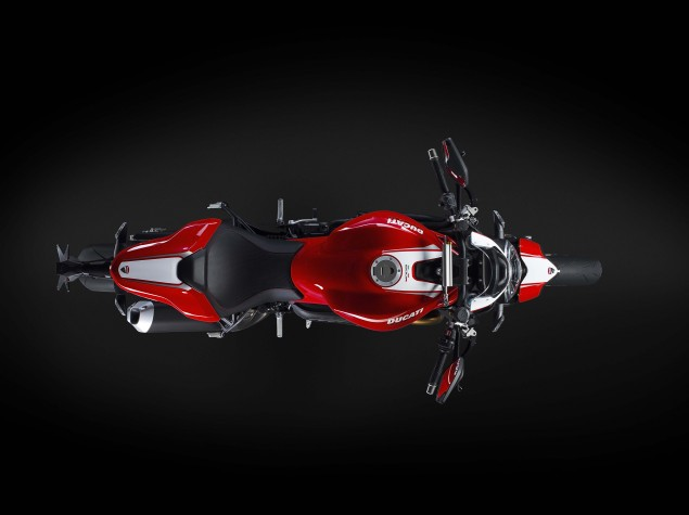 2016-Ducati-Monster-1200-R-studio-05