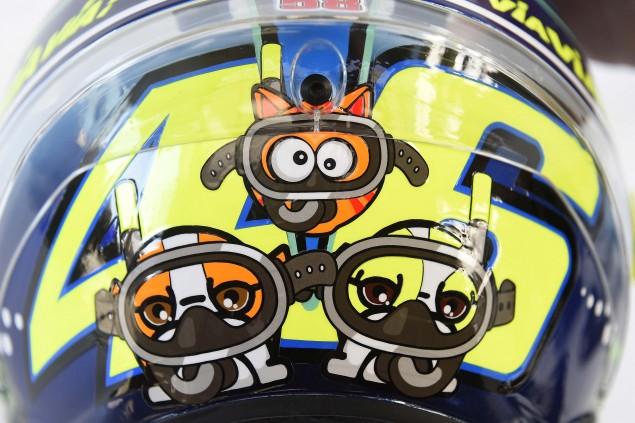 Valentino-Rossi-2015-Misano-AGV-PIsta-Helmet-01