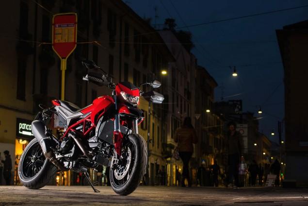2016-Ducati-Hypermotard-939-01