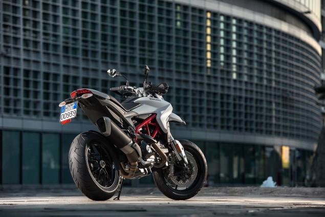 2016-Ducati-Hypermotard-939-03