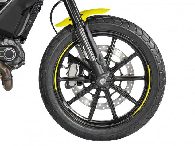 2016-Ducati-Scrambler-Flat-Track-Pro-08