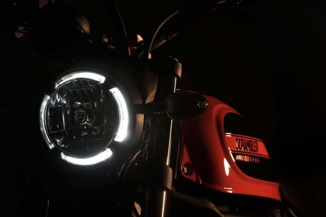 2016-Ducati-Scrambler-Sixty2-19