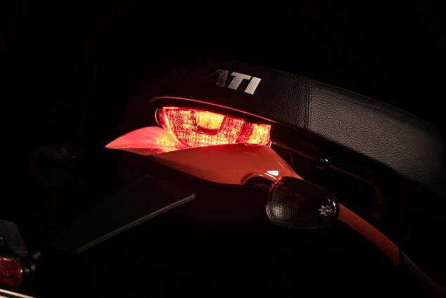 2016-Ducati-Scrambler-Sixty2-20