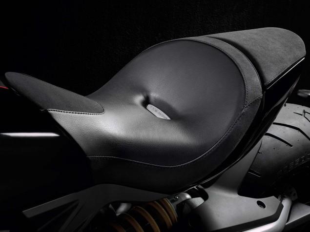 2016-Ducati-XDiavel-S-07