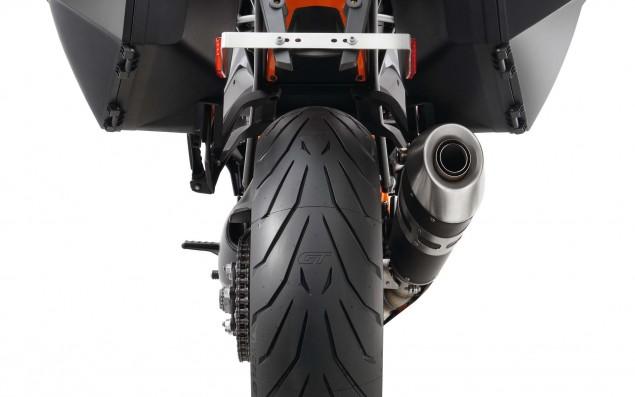2016-KTM-1290-Super-Duke-GT-21