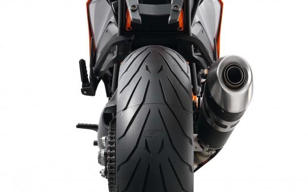 2016-KTM-1290-Super-Duke-GT-29