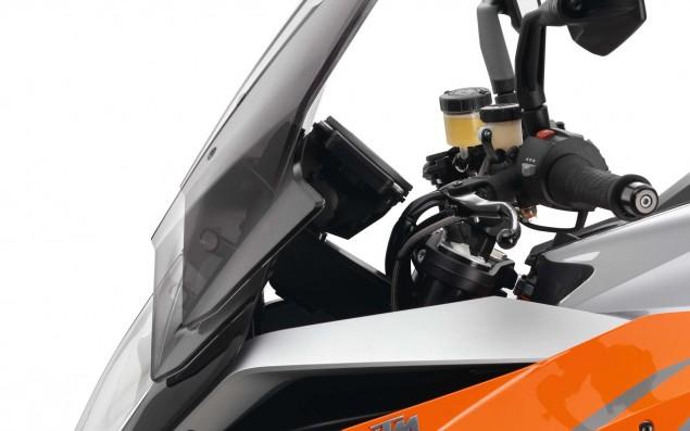 2016-KTM-1290-Super-Duke-GT-33