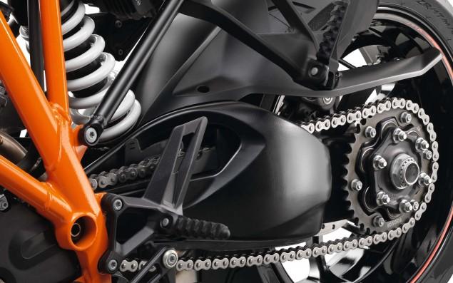 2016-KTM-1290-Super-Duke-GT-36