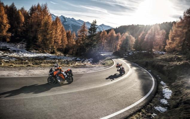 2016-KTM-1290-Super-Duke-GT-49