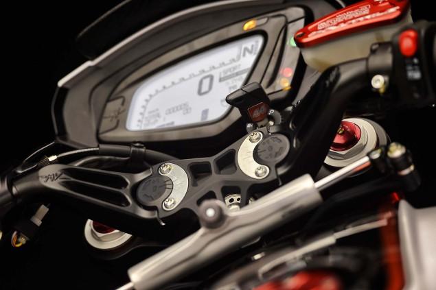 2016-MV-Agusta-Dragster-RR-Lewis-Hamilton-24