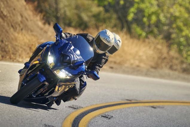 2016-Yamaha-FJR1300-ES-02