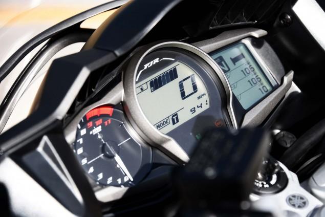 2016-Yamaha-FJR1300-ES-19
