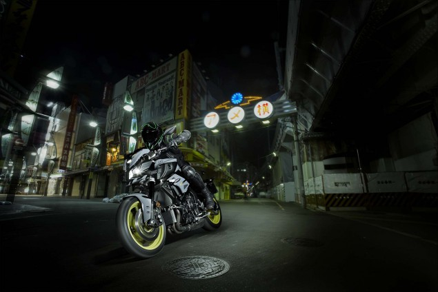 2016-Yamaha-MT-10-action-01