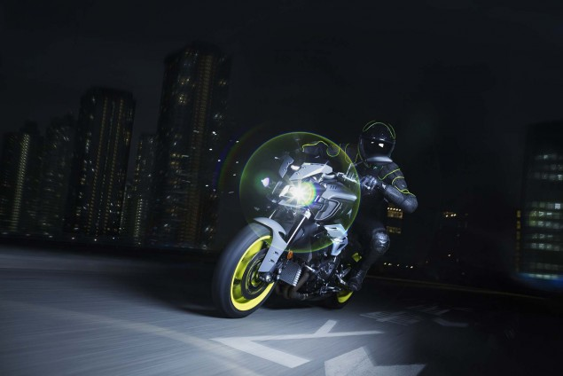 2016-Yamaha-MT-10-action-03
